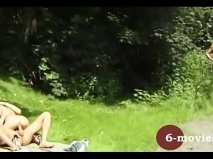 6-movies.com - 2 junge Lesben Outdoor Sex -