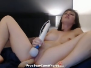 This cam slut is so much fun and she really knows how to use her sex toys