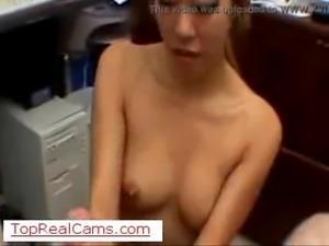 pompino segretaria asiatica sul TopRealCams.com