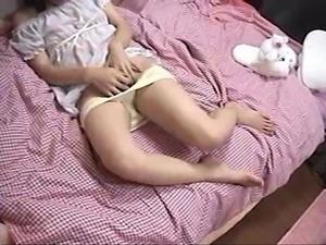 [小球貓]房東偷拍國中女生自慰不小心照到臉
