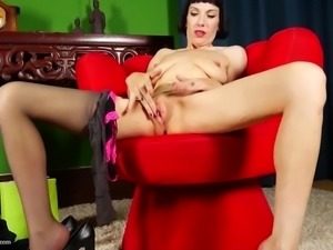 Kinky mother with soaking pussy and saggy tits