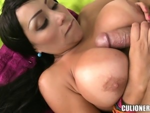 Voluptuous Latina puts her curves on display and enjoys a deep fucking