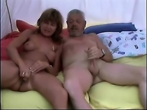 Mature couple Hettie from 1fuckdatecom