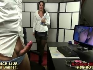 Annabel-Massina - Erwischt-Chef wichst auf meine Pornos ab