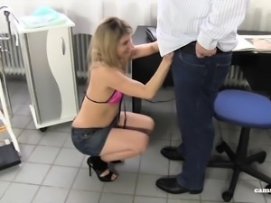 Amateur Rollenspiel - Deutsches Teen beim Arzt gefickt