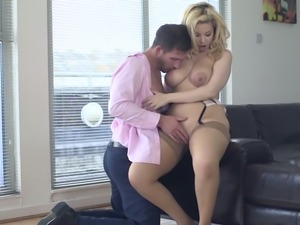 Bonerrific girl Aruba Jasmine goes down on handsome man