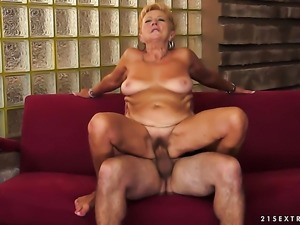 Blonde cant resist guys rock hard ram rod and takes it in her mouth