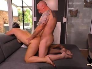 HAUSFRAU FICKEN - Steamy sex with chubby German granny