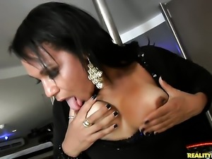 Tattooed Roge Ferro with bubbly bottom and hairless pussy has some time to...