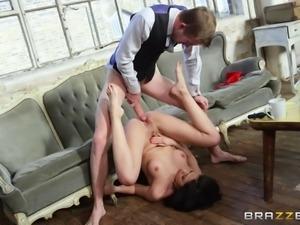 Julia De Lucia seduces her therapist for a kinky fuck