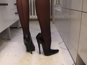 FASHION STOCKINGS AND SKYHIGH STILETTO HIGH HEELS