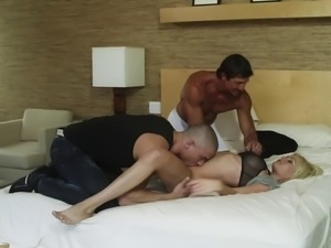 Riley Steele enjoys being double teamed in hardcore MMF video