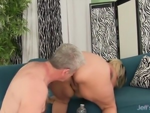 Sexy Fat Babe Takes a Thick Dick