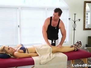 Wife cheats on her hubby with the masseur