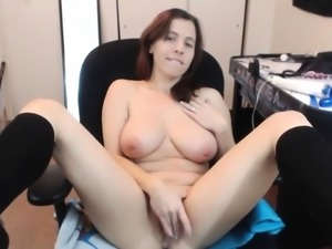 Amateur brunette babe fingering in solo masturbation