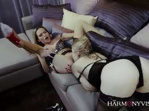 Ash Hollywood can eat pussy like no other and she is insanely beautiful