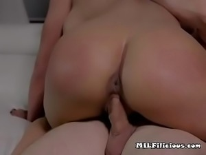 Mature Hoe Phoenix Marie Sucks And Straddles Plumber