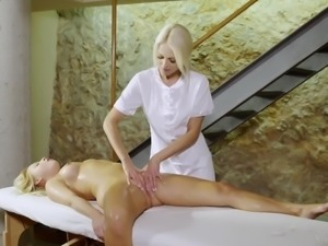 Masseuse Lena Love Fingers Naomi Nevena's Asshole