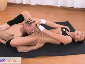 Fitness Rooms Gym Bunny fucks her personal fitness trainer