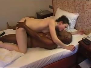 Sabine reitet einen schwarzen Schwanz