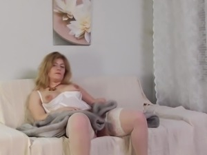 Threesome With Nice Bitch Getting Pounded
