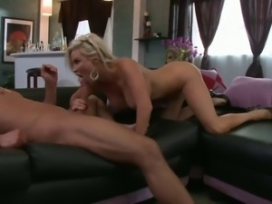lucky stud gets to hit foxxx hot MILF diamond on the couch