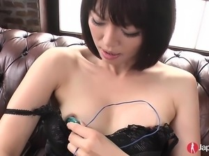 Hot Japanese babe loves masturbating as she is playing with