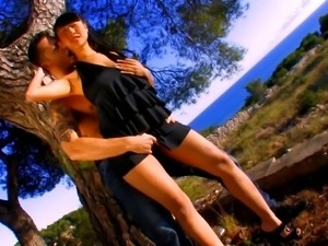 Ris Dar and her lover found a beautiful place and got dirty there
