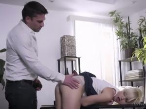 Hot short haired blondie Eliza Jane gets fingerfucked in rather hard way