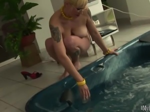 Terrie is very experienced when it comes to taking dicks in her holes,