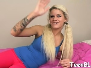 Slim darling amazes with her skillful rod engulfing session