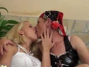 Senta attacks blonde babe Angelica for a gentle lesbian fuck