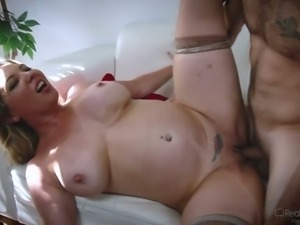 Chubby blowlerina Kiki Daire spreads legs to be fucked missionary style