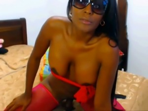 This sexy cam model with a big juicy ass can turn any man into an ass man