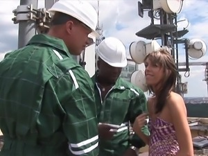 Dick craving Jituska offers her body to a couple of lucky workers