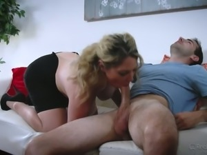 Rather horny big breasted lady Kiki Daire wanna get cunnilingus