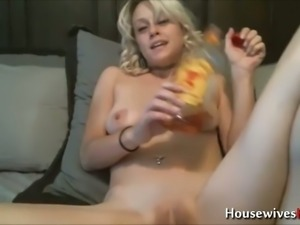 This hot down to earth chick with blonde hair masturbates like a true pro