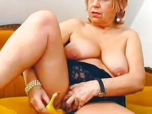 Chubby mature stuffed a banana inside her pussy