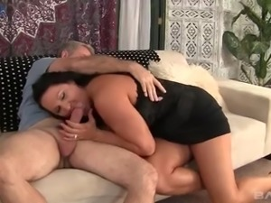 Kinky chubby cougar Laylani Wood wanna be fucked thoroughly today