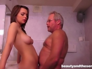 Mature hunk with glasses wants to play with Emily Thorne