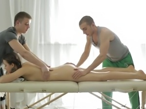 Surprise is waiting for slender young hottie during massage (FMM)