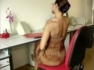 Nerdy natural brunette housewife was using a dildo for her hungry slit