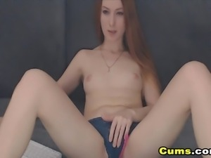 Hot Babe Finger Fucked Her Pussy on Cam