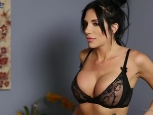 Oiled and buxom babe Jaclyn Taylor gonna ride long cock of her man