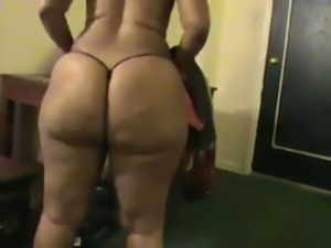 Black hottie with enormous bubble cellulitis ass gives quite a nice head