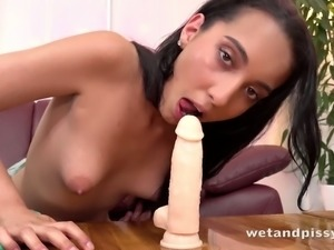 Watching Amanda Estela play with her dildo is such an amazing sight