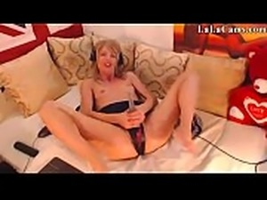 18 College Chat Rooms LaLaCams.com Amazing Euro Babe Showing E1