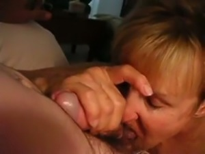 Blond haired mature wrinkled lady wanna give a perfect wild blowjob