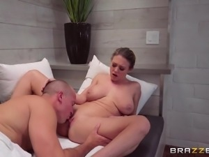 Chubby beauty Dee Williams craves to be penetrated hardcore