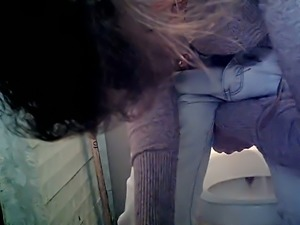 Brunette white lady in white jeans pisses in the toilet room